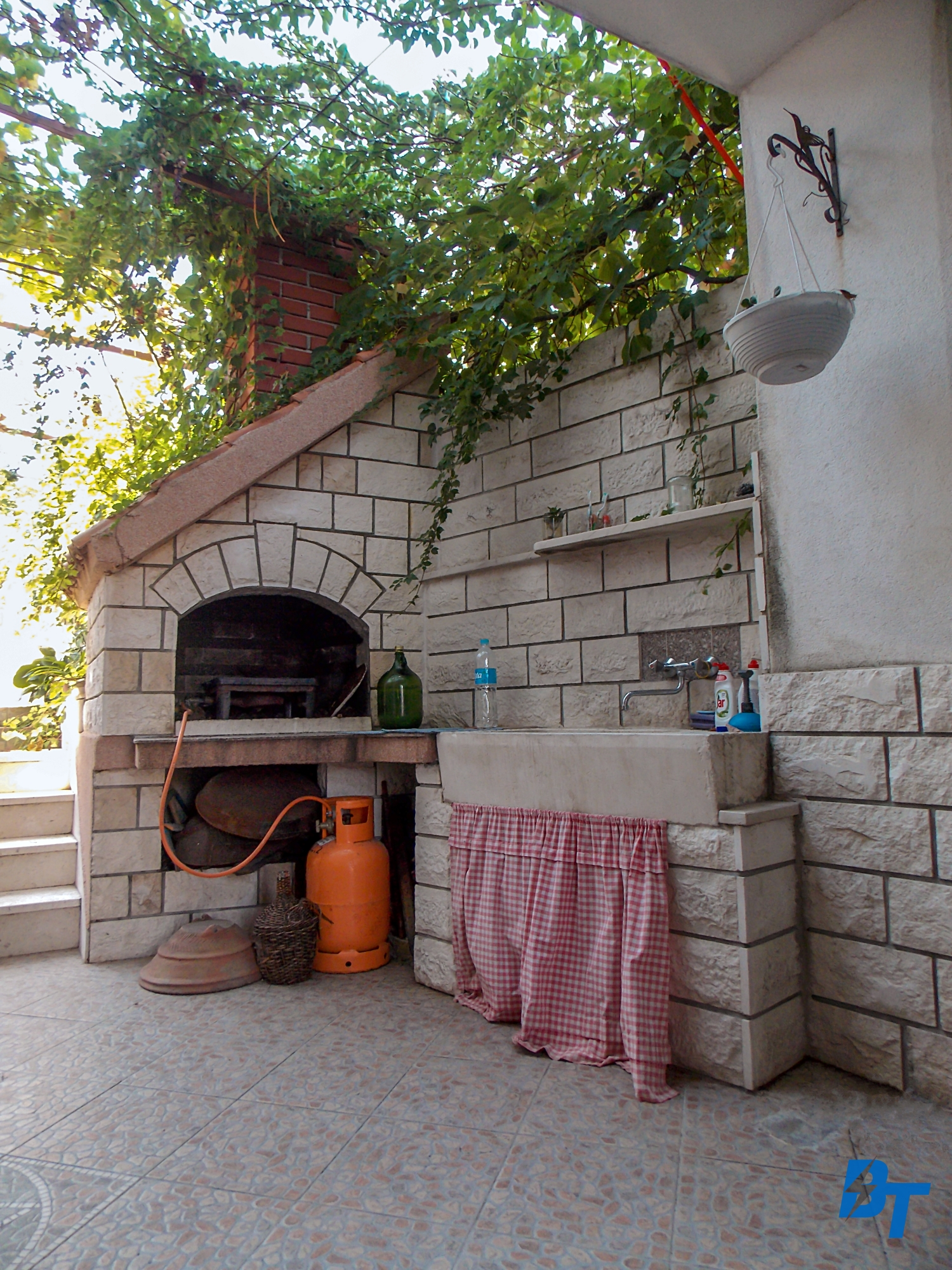 Courtyard with a Barbecue/Pizza Oven